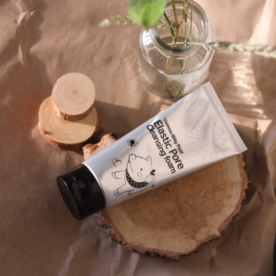 Elizavecca  Milky Piggy Elastic Pore Cleansing Foam Пенка-маска для умывания ДРЕВЕСНЫЙ УГОЛЬ